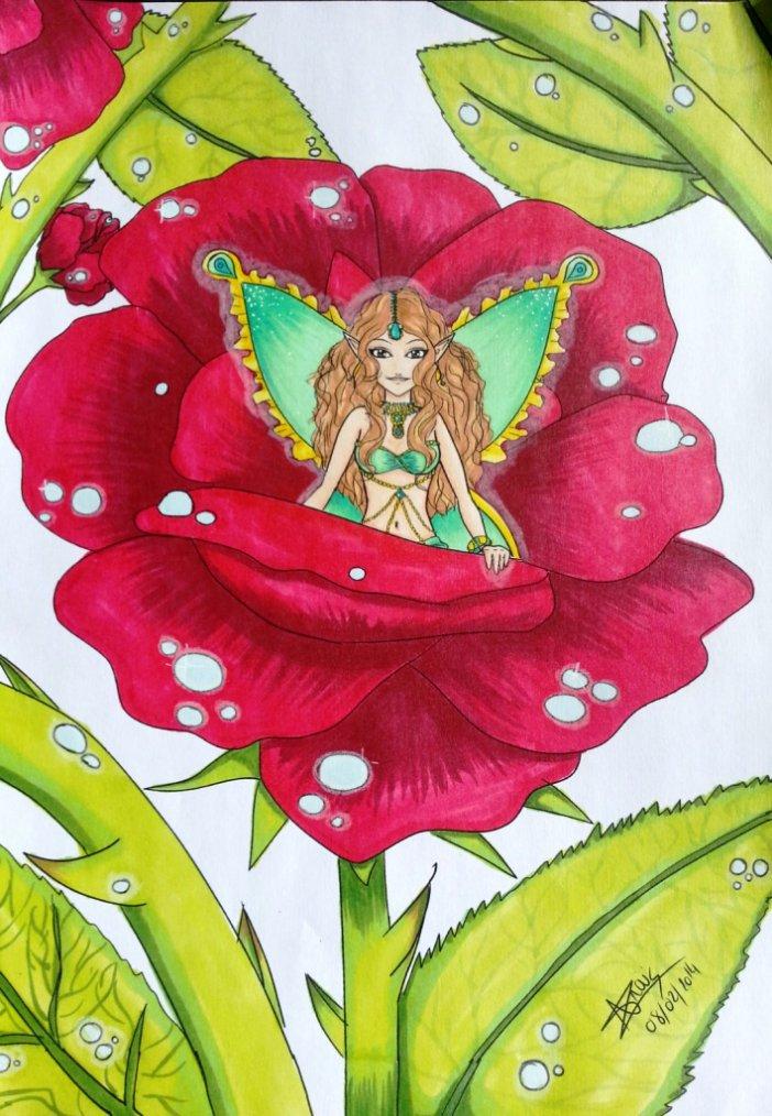 Fée dans une rose