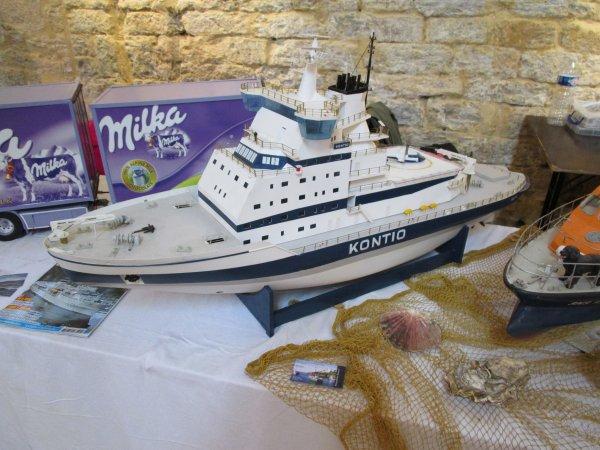 Briviste lui aussi Gilles expose bateaux et camions !!!