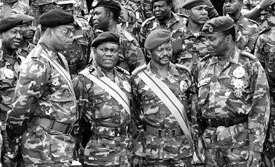 Ces généraux qui ont fait la honte du zaire, incroyable ...: NPM (de g. à dr.), les généraux Bolozi, Baramoto, Mavua, Eluki et N ...