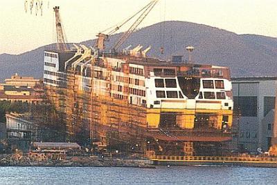 Mega express ii en construction a livourne nc c c for Mega express 2 piscine