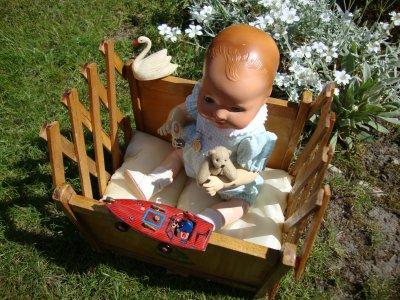 petit lit extensible trouvé en vide grenier ,reconverti en parc pour bambino.