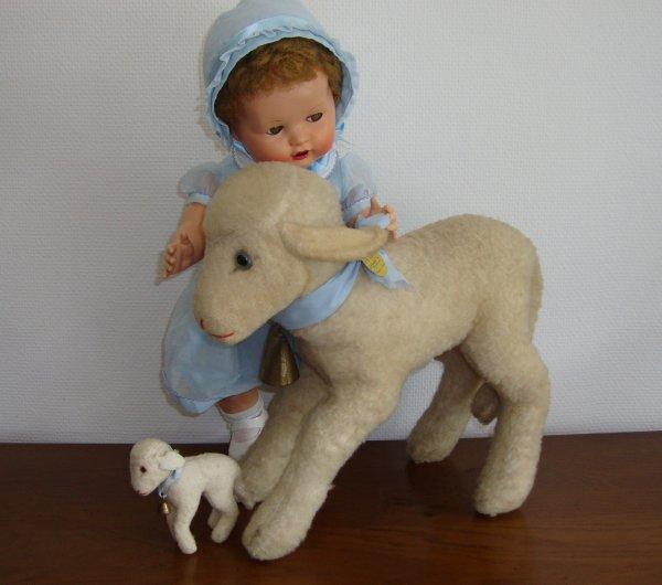 """moutons steiff jouant avec """"dominique""""de raynal ."""