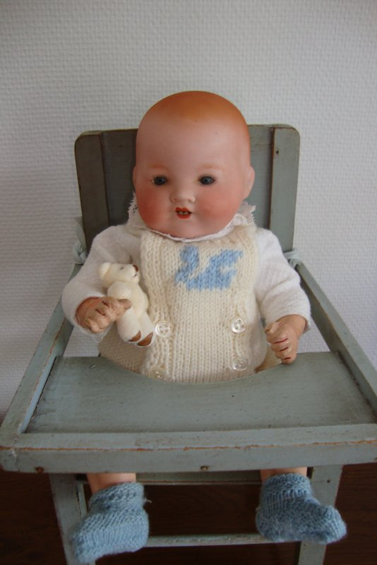 Bébé AM  de 27 cm ...après une petite toilette et vêtu d'une  layette ,le voici présentable .
