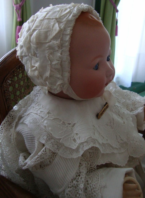 """Bébé Armand dans ses beaux vêtements du dimanche .sera t'il le """"petit roi """" de cette journée de l'epiphanie ?"""