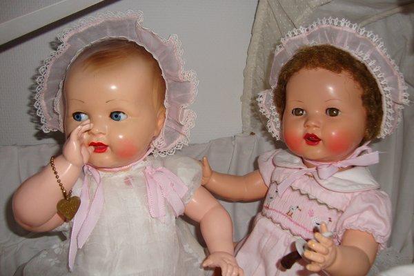 """les bébé """"raynal"""" se sont réveillés heureux et gracieux ..          ils gazouillent dans leur berceau ."""
