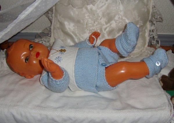 """il est l'heure d'aller se coucher petit Michel !.... .c'est le très beau Michel de Galanthe qui m'a  donné envie de vous remontrer ce petit """"père"""".sa layette a été faîte joliment par roseoubleu ."""