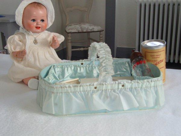 pour Barfleurette, panier pour le  necessaire de  bébé des années 50.