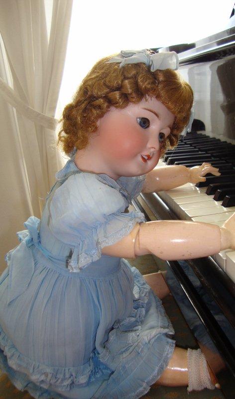 Madeleine rêveuse se dit qu'elle jouerait bien un peu de piano,un prélude de Bach peut être  ?