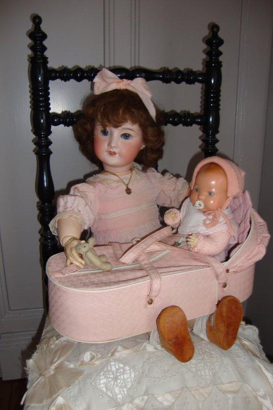 Jeanne est  patiente avec Bambino....Une gentille nurse à la hauteur pour ce petit homme .
