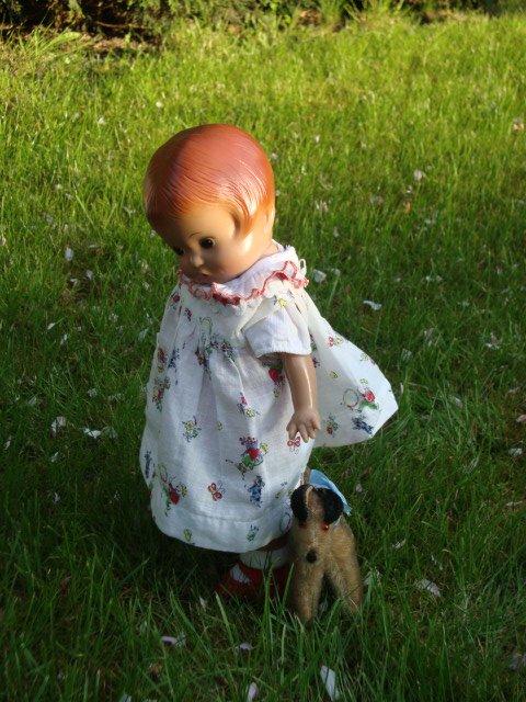 pour Patsy rien n'est trop beau , Skippy lui a ramené un chariot rempli d'oeufs.. elle en est toute intimidée, elle n'est pas au bout de ses surprises,qui y a t'il dans ce gros oeuf?    oh! un petit bébé..