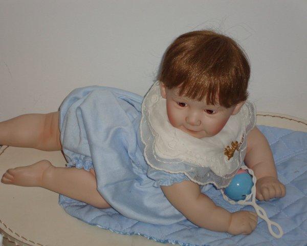 ce bébé facétieux me fait fondre ....il court à quatre pattes dans toute la maison .