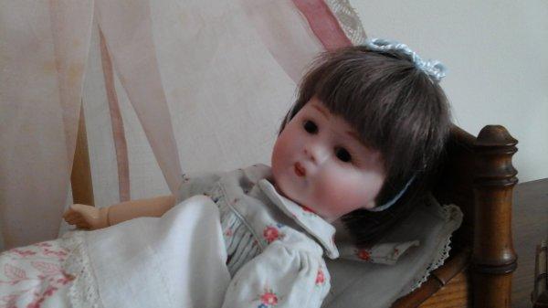 L armoire et le petit lit de loulotte ont été trouvés à  wambrechies....la petite est ravie.