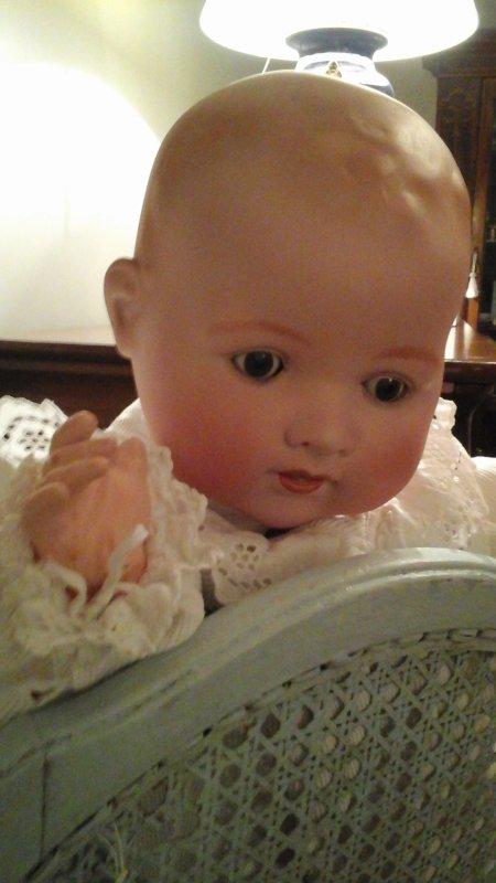JE VOUS PRÉSENTE GABRIEL,UN JOLI BÉBÉ POTELÉ AUX JOUES DOUCES ET ROSES ,IL MESURE 62 CM ,UN BEL ENFANT !
