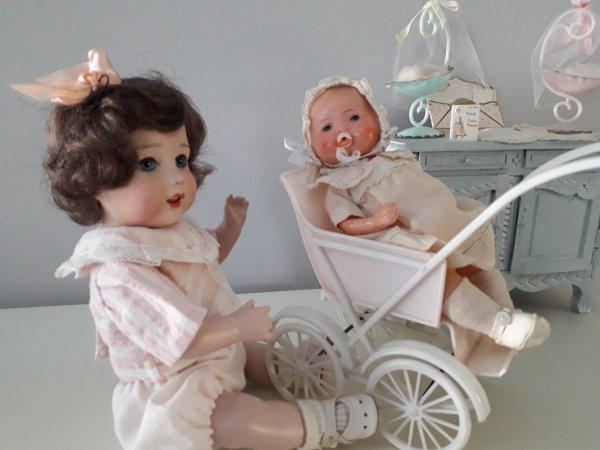 LES ENFANTS JOUENT GENTIMENT , C'EST BIEN AGRÉABLE. .....