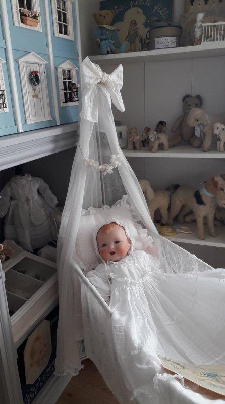 HEUREUSE DE VOUS RETROUVER ,MES  ENFANTS DE PORCELAINE SONT RAVIS DE  SE JOINDRE A MOI .