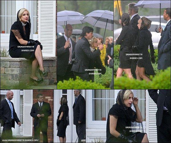 . 27 Septembre 2010 : Voici quelques photos de Lady Gaga aux funérailles de son Grand-Père Joseph A. Germanotta décédé à l'âge de 88 ans apparamment à cause de la maladie de Parkinson._______#RIPGrandPaGaga    .