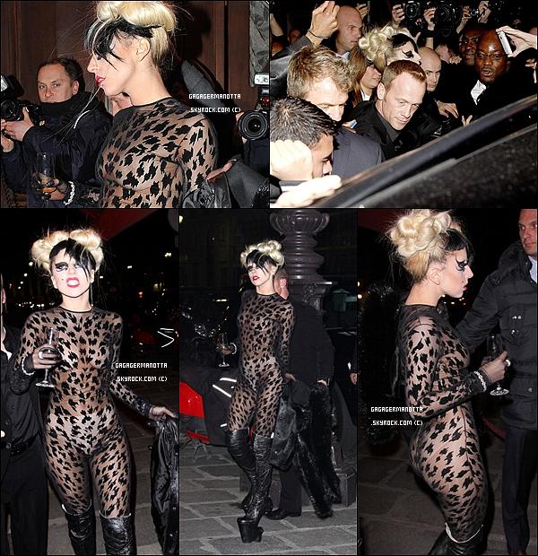 . 3 Mars 2011 : Lady Gaga a été vue arrivant/sortant du restaurant Maxim à Paris après le défilé.Oh my Gaga ! Elle est magnifique ! Pour moi c'est un TOP ! Et toi t'en penses quoi ? Top / Flop / Boff ?  .