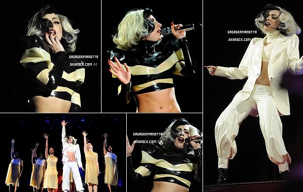 . 9 Mai 2011 : Comme prévu Lady Gaga était présente au gala annuel de la fondation « Robin Hood » à New York.Cette fondation vise à atténuer les problèmes causés par la pauvreté à New York, ville natale de Gaga. Notre maman montre a versé 500,000$ dollars à la fondation « SCO Family Of Services » qui aide les familles New Yorkaises dans le besoins. Elle y chanté quelques chansons : Bad Romance, Americano, Born This Way, Judas, You And I, Alejandro, Spcheeless et un reprise de Nat King Cole, Orange Colored Sky. .