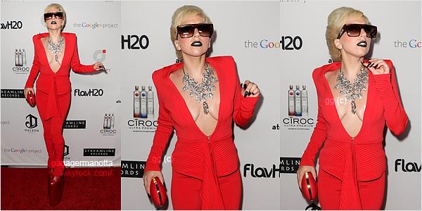 . 26 Août 2011 : Lady Gaga était présente au dîner ATOM Factory organisé par MTV pour les VMA, à Los Angeles.Qu'elle est belle ! Perso, je trouves la tenue très simple et très...rouge, mais je lui donnes un top. Et toi ? T'aimes ? .