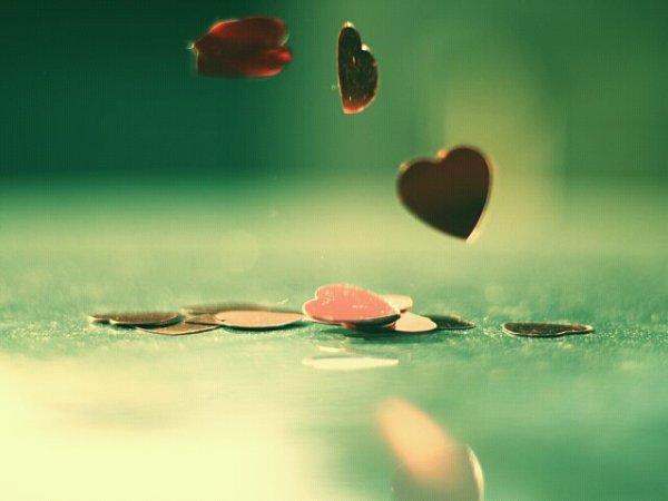 """"""" Il y a des chagrins d'amour que le temps n'efface pas et qui laissent aux sourires des cicatrices imparfaites."""""""