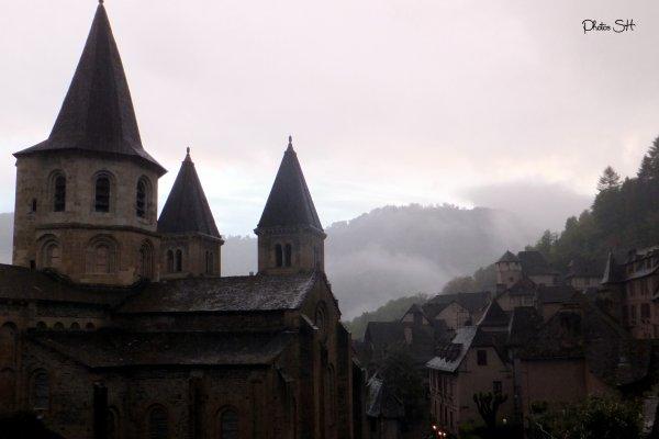 Parce qu'il ne fait pas toujours beau !  Conques en Aveyron .