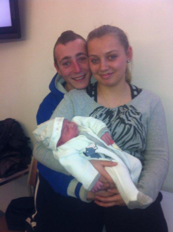 mon frère et ma belle soeur et mon fils lucas