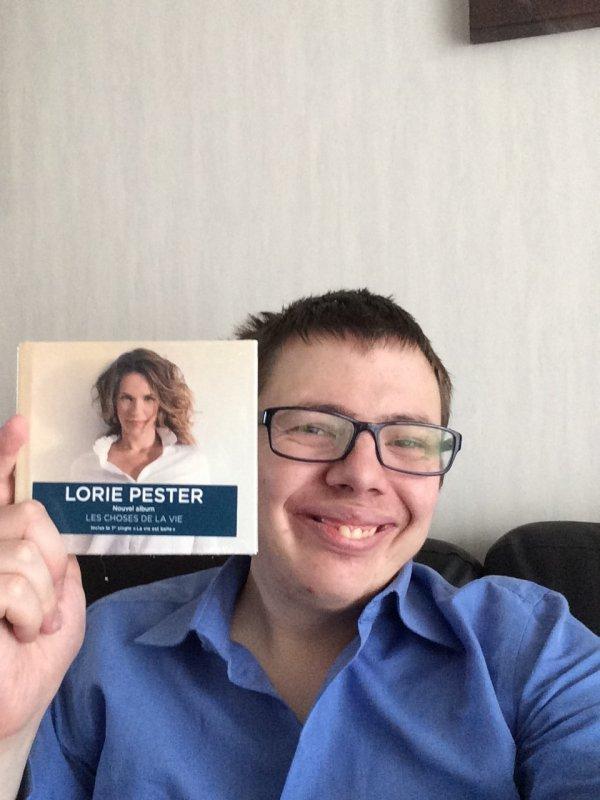 23.11.2017 reçu l'album de lorie pester & Lou