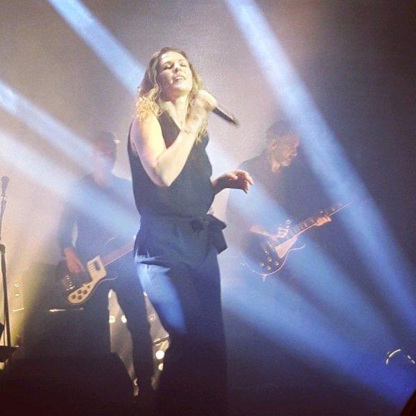 Lorie sur scène