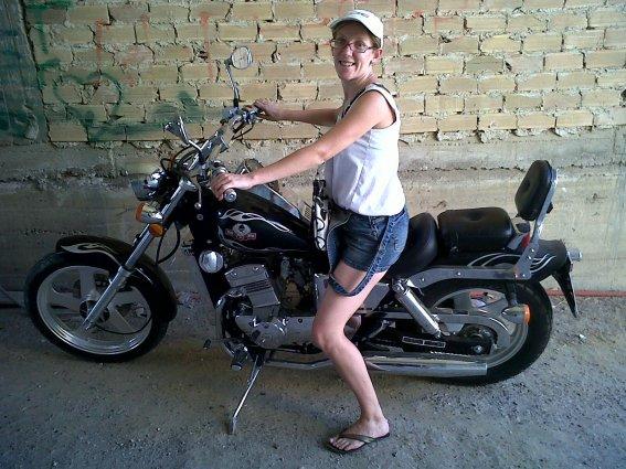 moi sur la moto de l oncle a mon homme en grece