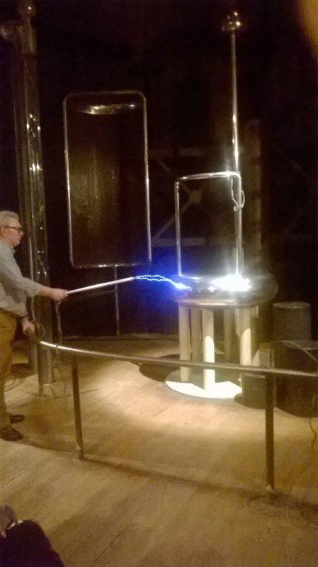 un exposé de physique sur l'électrostatique