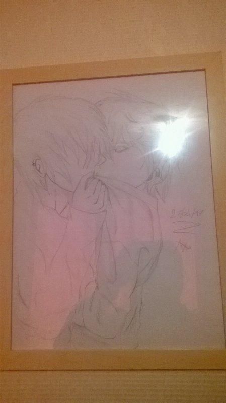 mon père a mis mon dessin dans un cadre il le trouve trop beau *_*
