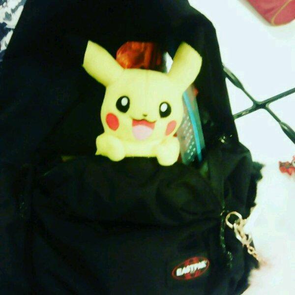 Mdr j'ai amené mon Pikachu au l lycée au calme