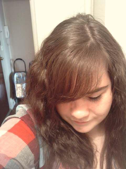 moi avec une coupe de cheveux fasson frisette lool ;p <3 ...