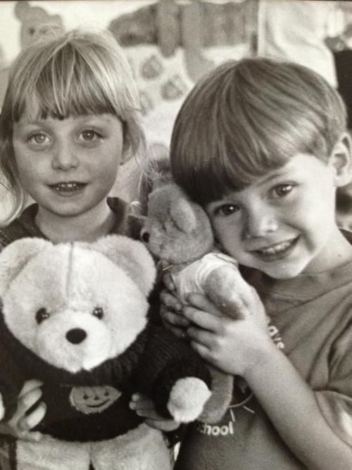 Harry une copine étant petits :