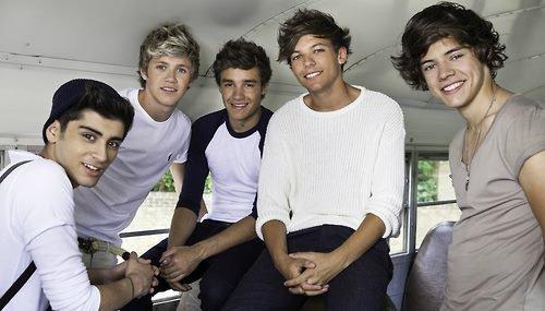 """Les One Direction vous ont dévoilé gratuitement les titres de """"Take Me Home"""""""