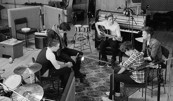 Les One Direction interprètent Little Things sur le plateau d'X-Factor Australie