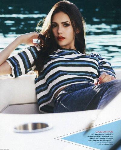 La belle Nina dobrev fait la une. ©