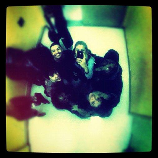 """La derniére Photo de selena Poster sur twiter : """"Nous sommes les 6 meilleurs amis que quelqu'un pourrait avoir.."""""""