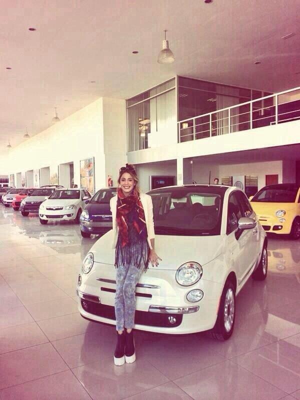 #News Anniv Tini : elle a reçu une Fiat pour son anniversaire!! Feliz Cumple Tini!!