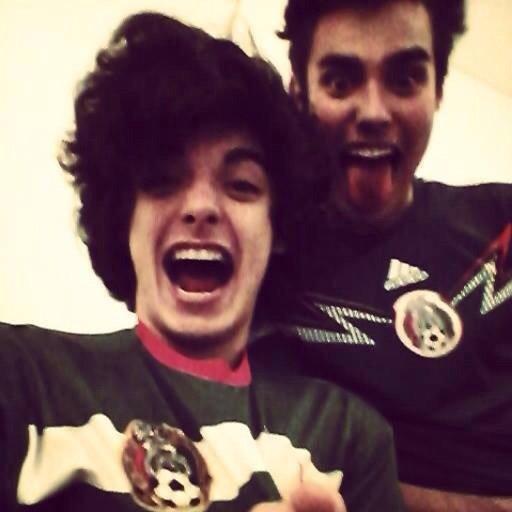 Xabiani et Jorge fête le victoire du Mexique pour le coupe du monde *-* je les adore trop *-*