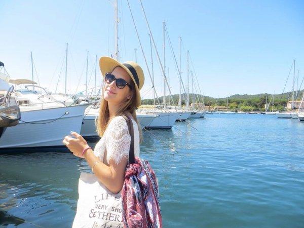 """Clara est en France!! Dans une ville qui s'appelle """"Sanary"""" je connais pas :/ mais en tout cas elle est en France!!"""