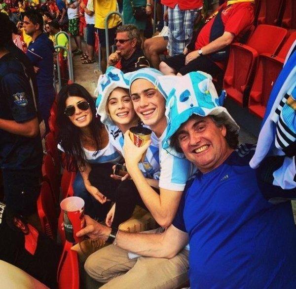 La famille Stoessel au coupe du monde pour soutenir l'Argentine!! La petite famille au complet *-*