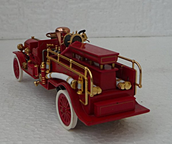 MACK  FIRE PUMPER YFE24 année 1911 collection Matchbox yesterday
