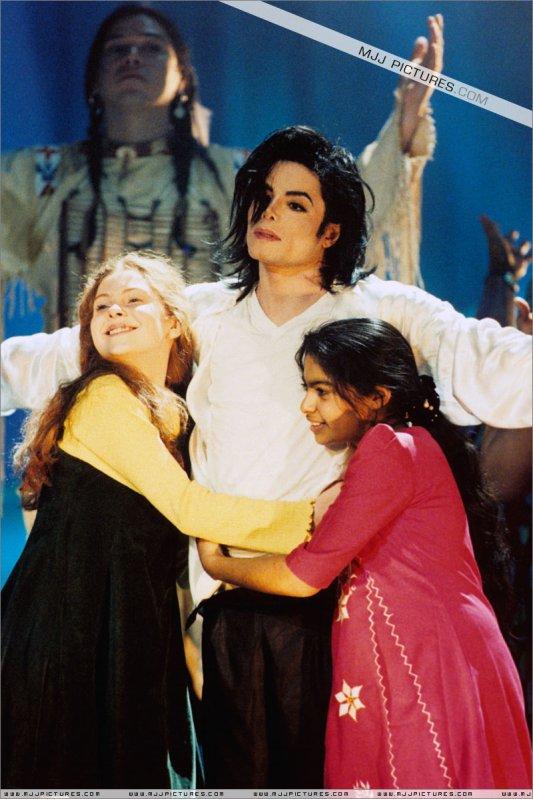 """""""Si aimer les enfants est un crime, alors oui je suis coupable..."""" Michael ♥ ..."""