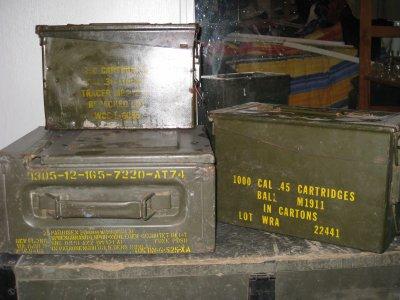 caisse de munition de colt 45, cal30 et caisse de radio allemande ww2