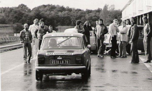 srt cormeilles *  Mic Nogaro finale trophé kleber 1976 presque 40 tours sous une pluie battante..... formidable Caude Michel Directeur dirigeant du srt pour la mise en grille