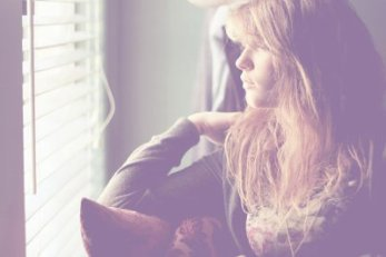 Parce-ce que peu importe combien quelque chose nous blesse, parfois l'abandonner fait encore plus mal.