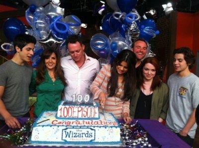 """COUCOU ! Quelques nouvelles photos postée par Selena pour l'anniversaire des """"Sorciers de Waverly Place"""""""