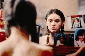 Maud Forget est superbe, femme enfant diabolique  j'adore son regard sur cette image du film frontieres