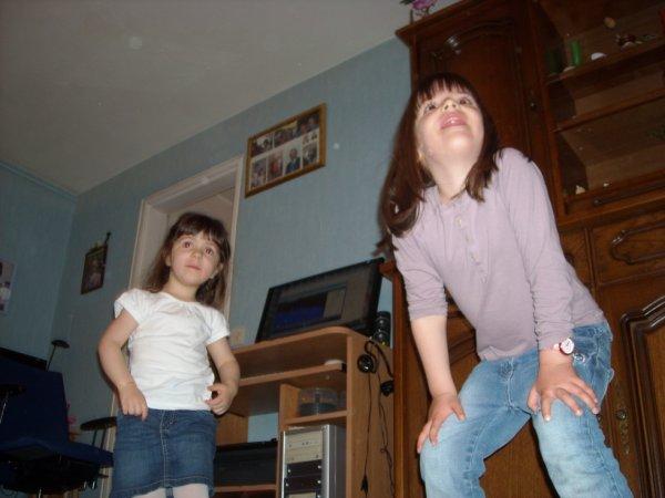 Gabrielle et Leana qui dansent !